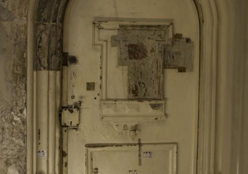 Weimar, Rundbogenportal in der Bastille